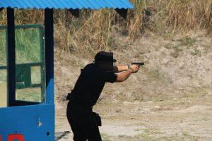 glock 17 assault position